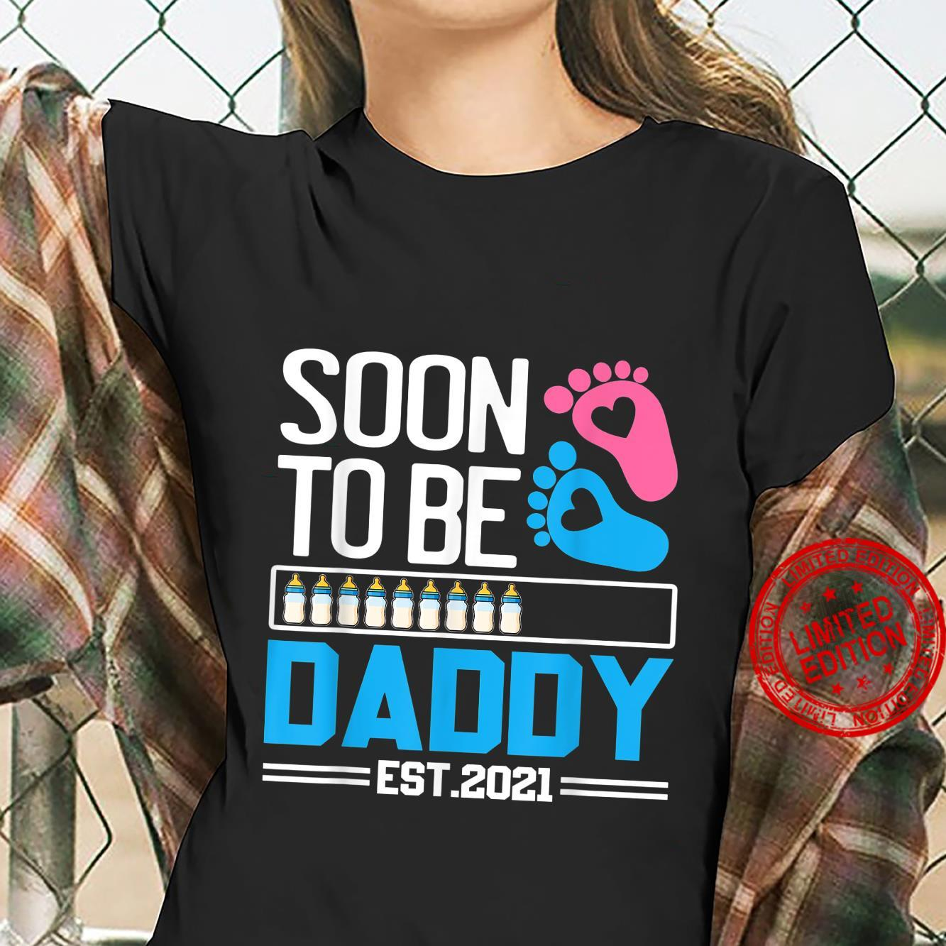 First Daddy New Dad Soon To Be Daddy Est. 2021 Shirt ladies tee